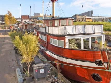 Stor husbåd i København